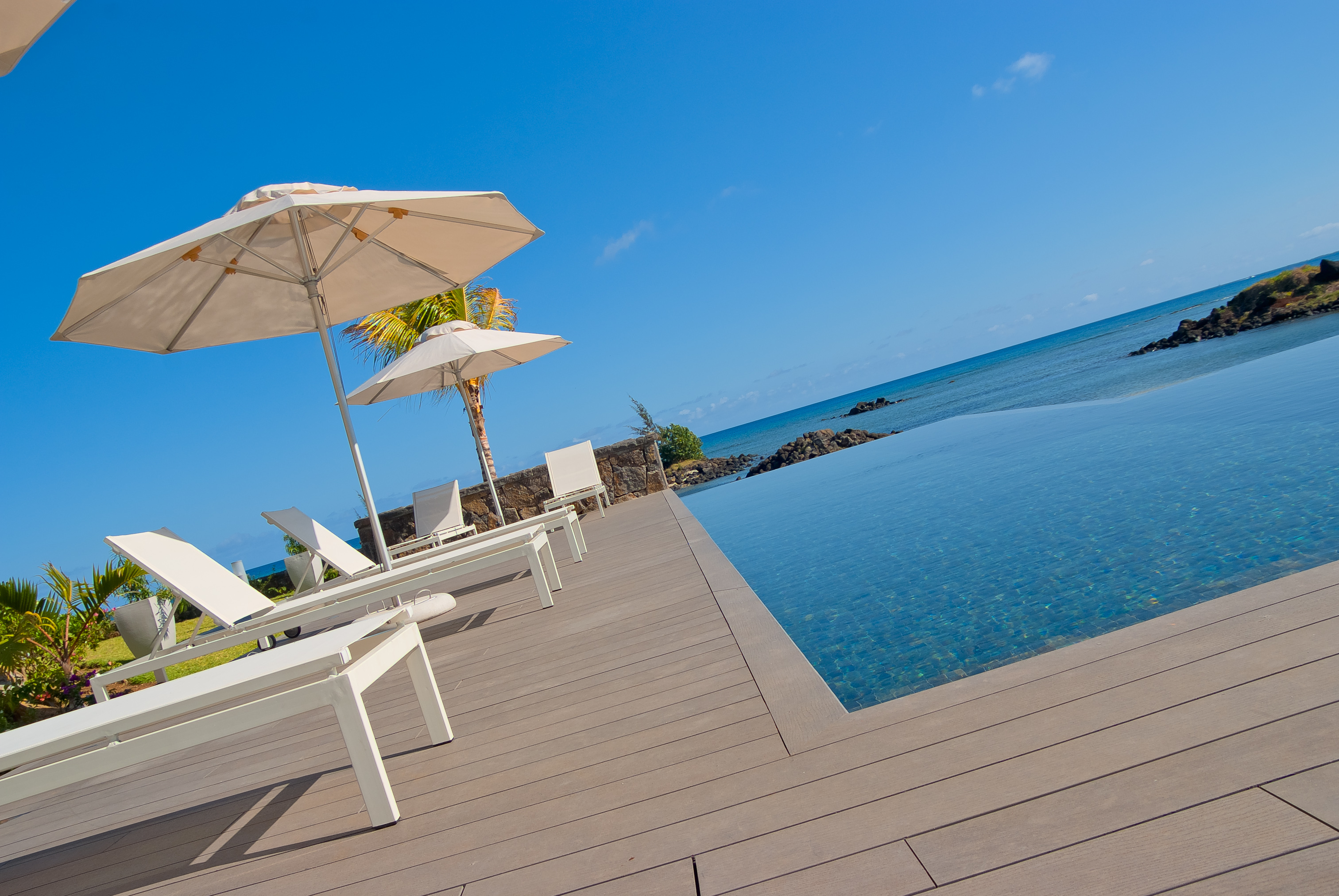 Bon Azur Elegant Suites and Penthouses Pool with sea view