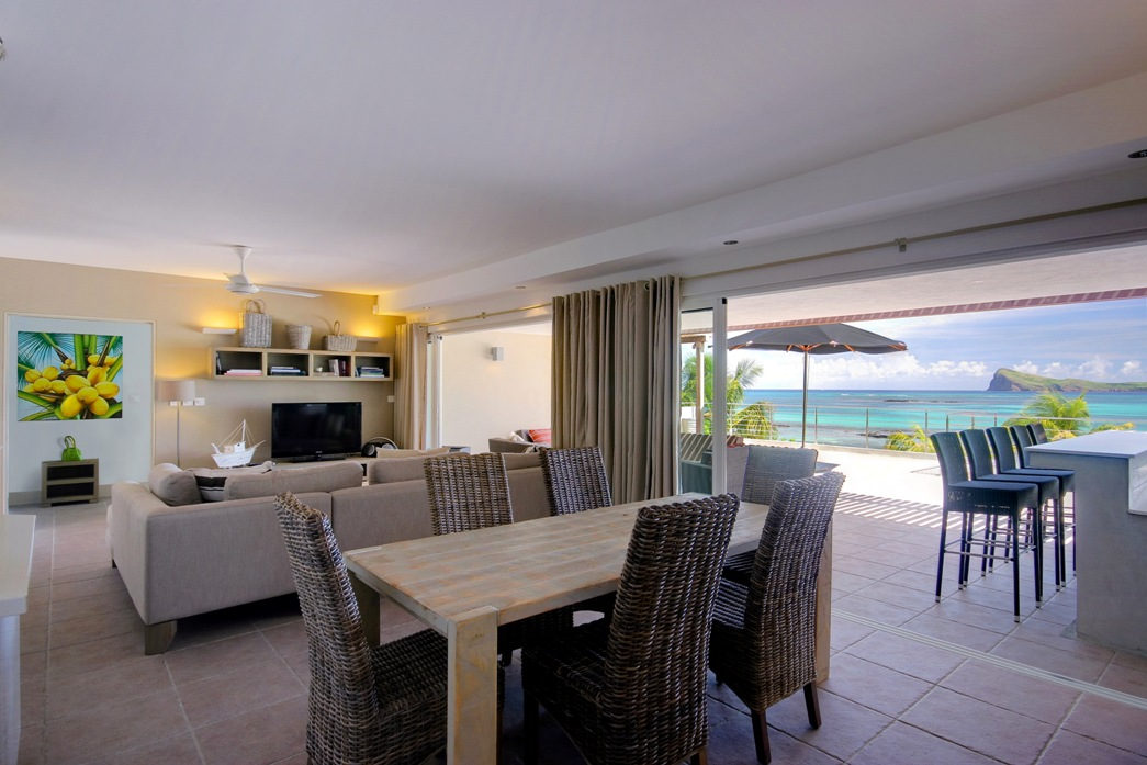Cape Point Exclusive Penthouse dining area with sea view