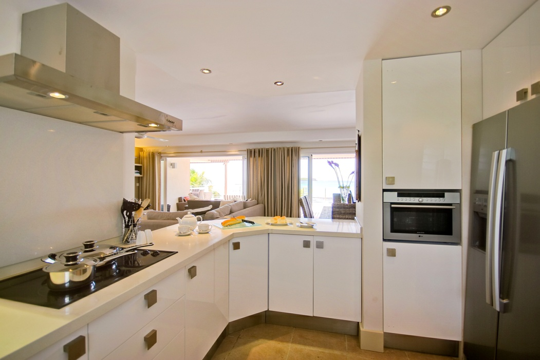 Cape Point Exclusive Penthouse kitchen with sea view