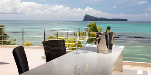 Champagne on Penthouse private bar with view on Coin de Mire island - Cape Point