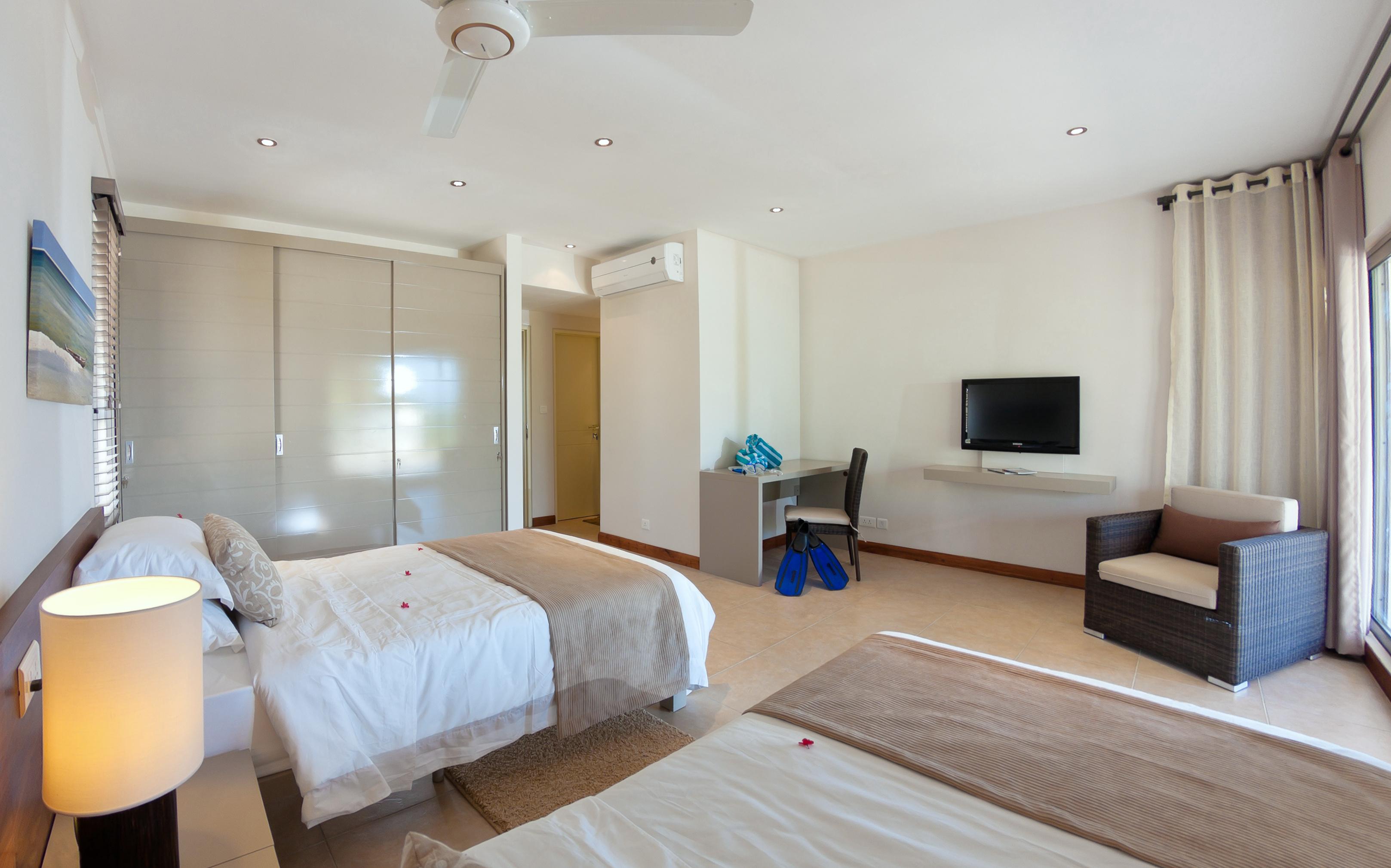 Bon Azur Elegant Suites and Penthouses Ensuite Twin bed rooms