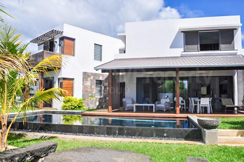 Spectacular Villa with Beach Access
