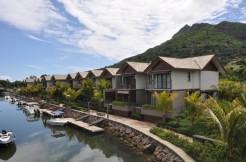 Luxurious duplex on a marina