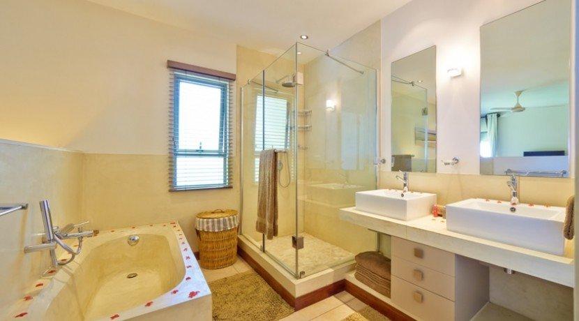 bon-azur-ensuite-main-bathroom-830x460