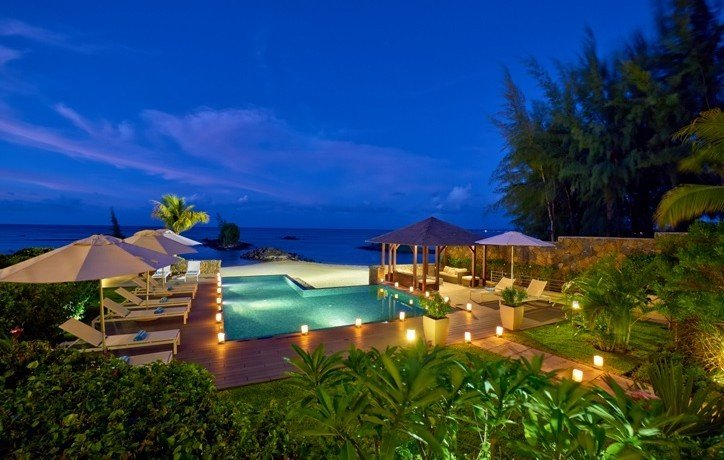 bon-azur-pool-and-ocean-view-at-sunset-724x460