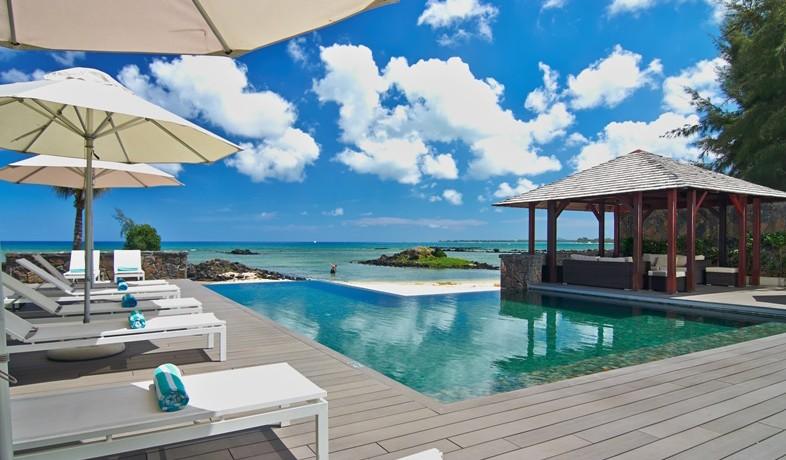 bon-azur-pool-view
