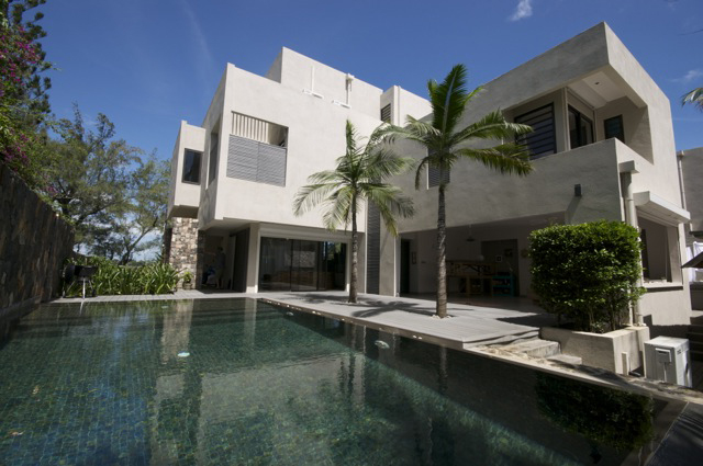 Modern Masterpiece – Opposite the beach