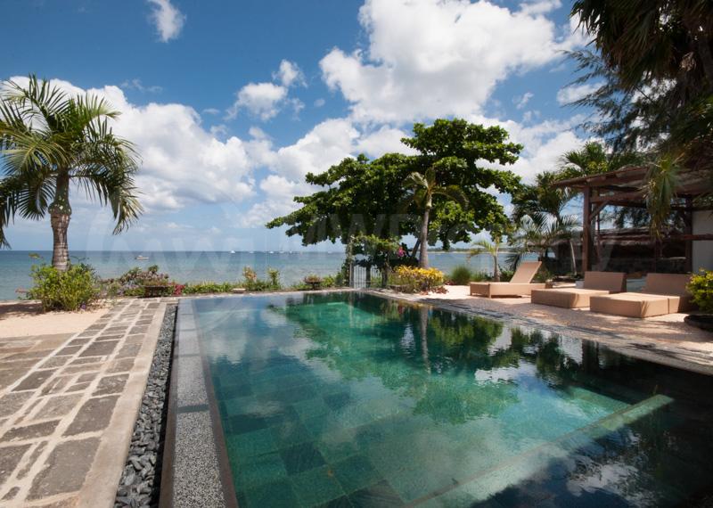 Spacious 5 Bedroom Beach Villa
